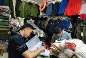 泸州:有商家涉嫌售卖军服被采取行政强制措施