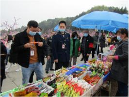 金堂县土桥镇市场监管所严格监管 护航桃花节食品安全